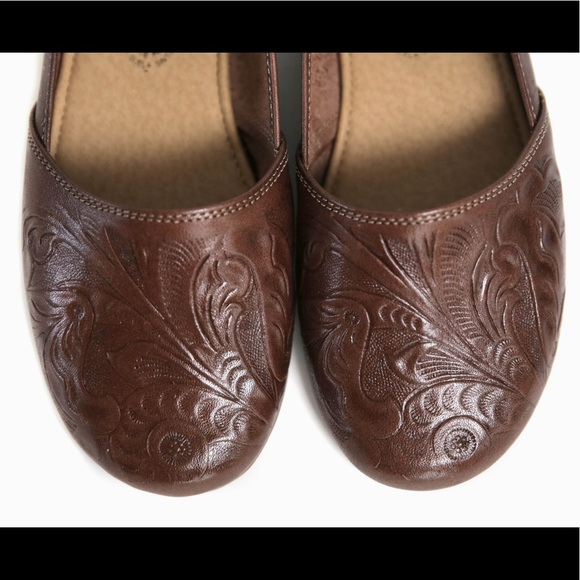 931f309fd0b WOMENS CLOSED TOE TOOLED HUARACHE FLATS DARK BROWN